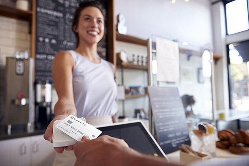 Расплачивайтесь в кафе и ресторанах
